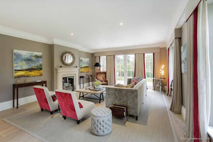 Family Home in Winchester's Sleepers Hill: classic Living room by Martin Gardner Photography