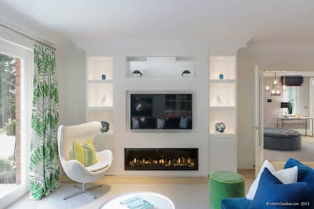 Family Home in Winchester's Sleepers Hill: classic Media room by Martin Gardner Photography