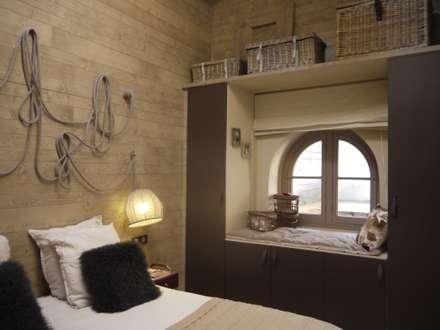 RÉALISATION D'UNE CHAMBRE CHALET DANS UN LOFT: Chambre de style de style eclectique par Conseil Déco & Création