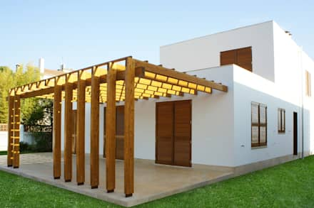 PERGOLA PATIO: Ventanas de estilo  de RIBA MASSANELL S.L.