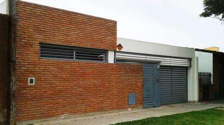Casa E-171: Casas de estilo moderno por ELVARQUITECTOS