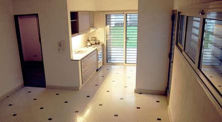 Casa E-171: Livings de estilo moderno por ELVARQUITECTOS