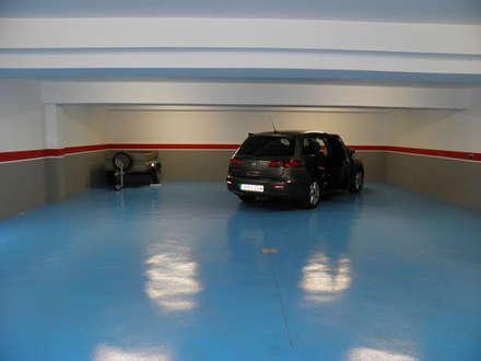 Garages de estilo clásico por Rodrigo Pérez, Estudio de Arquitectura.