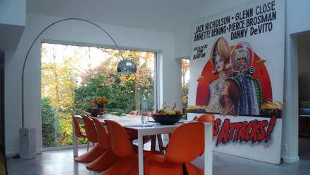 Mars attacks !: Salle à manger de style de style Moderne par VORTEX atelier d'architecture