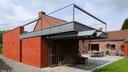 Garage avec vue: Terrasse de style  par VORTEX atelier d'architecture