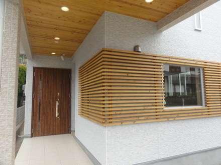 玄関: DIOMANO設計が手掛けた家です。