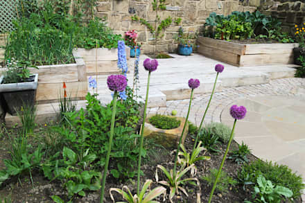 Contemporary Cottage Garden: rustic Garden by Yorkshire Gardens