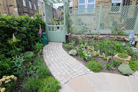 Jardines de estilo rústico por Yorkshire Gardens