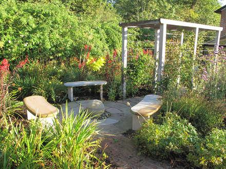English Country Garden: rustic Garden by Yorkshire Gardens