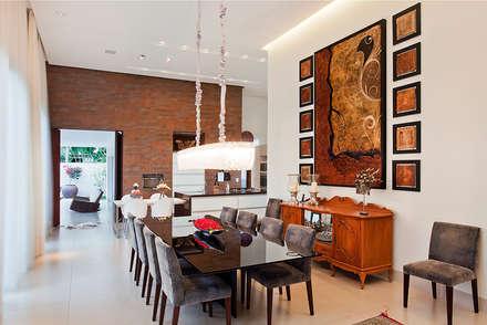 Residência PC _ sala de jantar: Salas de jantar modernas por Maria Helena Caetano _ Arquitetura e Interiores