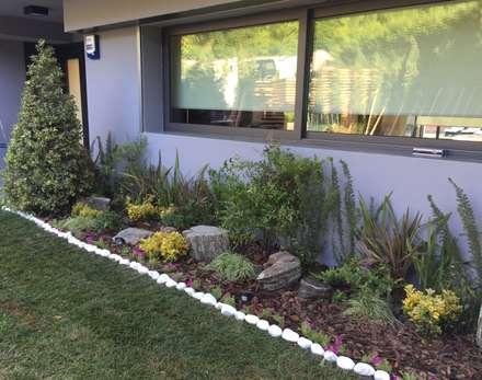 AYTÜL TEMİZ LANDSCAPE DESIGN – SAKLIKORU VİLLALARI- VİLLA PEYZAJ PROJE&UYGULAMA // SAKLIKORU - VILLA LANDSCAPE PROJECT: modern tarz Bahçe