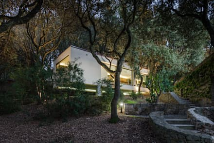 The House in the woods: Chalet in stile  di Officina29_ARCHITETTI