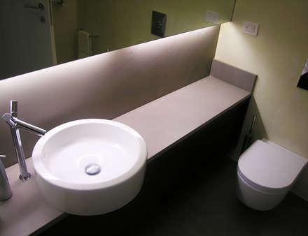 Design essenziale: Bagno in stile in stile Minimalista di PAZdesign