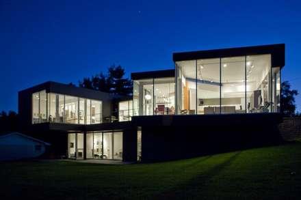 Fachadas: Casas de estilo moderno por Vektor arquitek