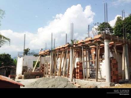 PROYECTO TAMESIS - ANTIOQUIA.: Casas de estilo rural por NIVEL SUPERIOR taller de arquitectura