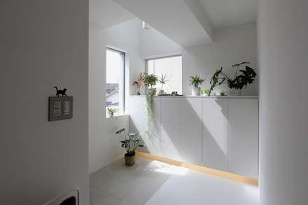 東長町の家: 環境建築計画が手掛けた廊下 & 玄関です。