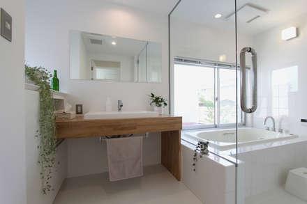 洗面室: 環境建築計画が手掛けた浴室です。