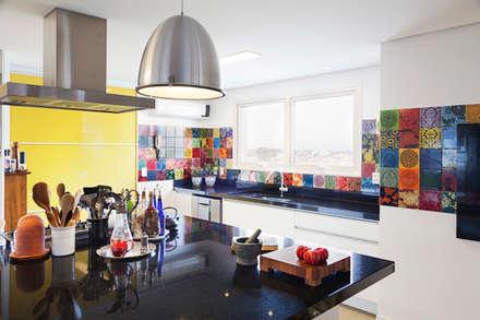 Projetos Residenciais: Cozinhas modernas por ARCA ARQUITETURA