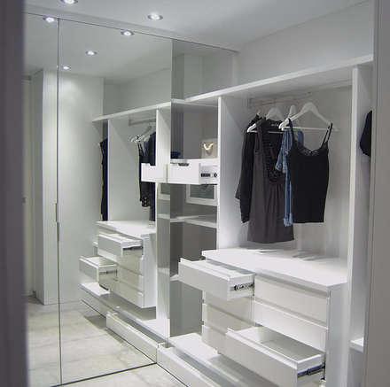 modern Dressing room by AG arquitectura Gorris