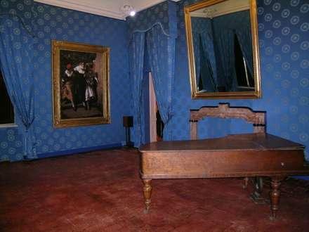 museo G. Verdi: Musei in stile  di masetto snc