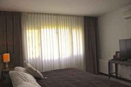 DORMITORIO PRINCIPAL 3: Dormitorios de estilo moderno por HOME UP
