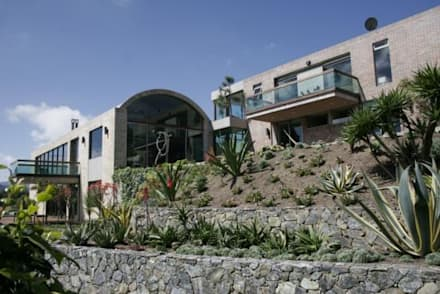: Jardines de estilo moderno por MU paisajistas