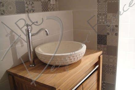 Chambres d'Hôtes: Salle de bain de style de style Rustique par ABC Design d'Espace