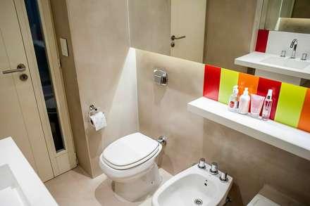 Angel Gallardo: Baños de estilo moderno por Feller Herc Arquitectura