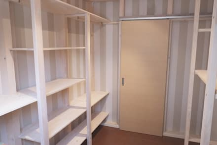 Closets de estilo escandinavo por Contesini Studio & Bottega