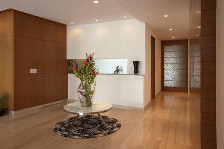 modern Corridor, hallway & stairs by ARCO Arquitectura Contemporánea
