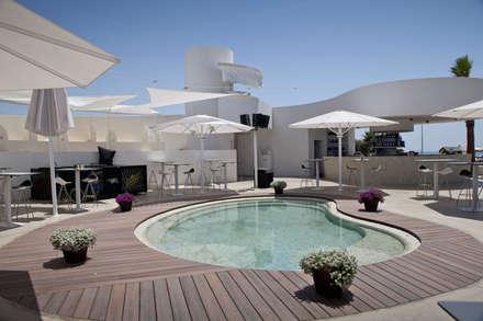 Completo de Ocio y Gastronomía Oleaje Playa Granada: Spa de estilo minimalista de Gesdipro