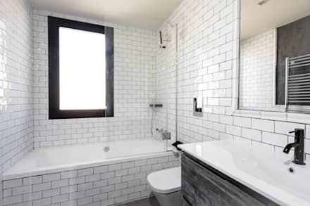 GRAN VIA LOFT: Baños de estilo industrial de Cuarto Interior