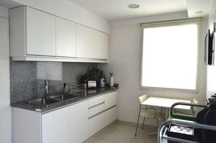 Cocina: Cocinas de estilo moderno por PS.Arquitectura