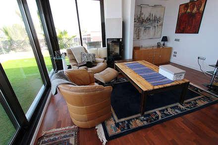 Reforma de vivienda con etiqueta de eficiencia energética A (Gran Alacant, Santa Pola): Salas multimedia de estilo escandinavo de Novodeco