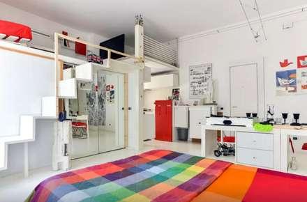 """ Art of mini loft "": Sala multimediale in stile  di darchstudio"