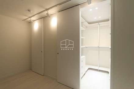 내추럴한 분위기의 34py 아파트 인테리어 : 홍예디자인의  드레스 룸