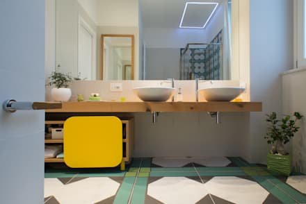 INTERNO ITALIANO: Bagno in stile in stile Moderno di ZETAE Studio