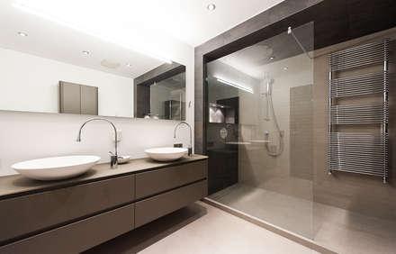 ausgeführte Badsanierungen : moderne Badezimmer von Fritz Geske GmbH
