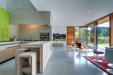 Open Space: moderne Wohnzimmer von vonMeierMohr Architekten