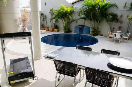 Residência SSC: Piscinas modernas por A/ZERO Arquitetura
