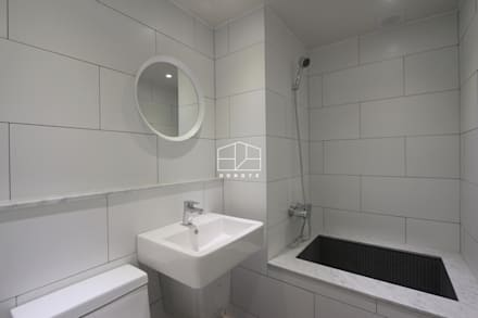 따뜻하고 내추럴한 무드의 32py 아파트 인테리어: 홍예디자인의  화장실