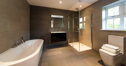 Bath & Shower Suite: classic Bathroom by Aqua Platinum Projects