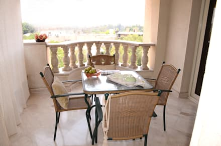 Arte Decò Apartment in Cairo: Terrazza in stile  di Tania Mariani Architecture & Interiors