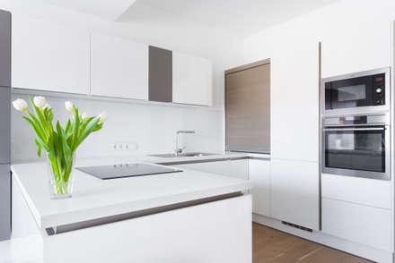 Privatwohnung Wolfsberg - Küche: minimalistische Küche von Raumausstattung Anton Meyer