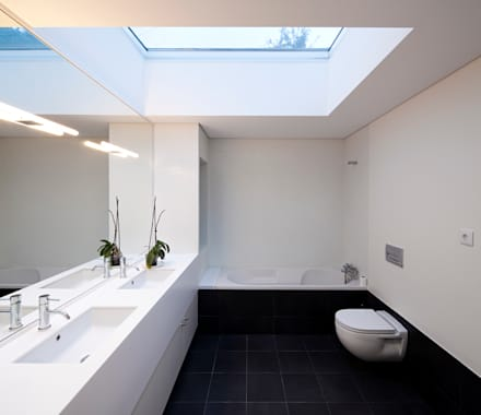 House in Barcelos, Portugal: minimalistic Bathroom by Rui Grazina Architecture + Design