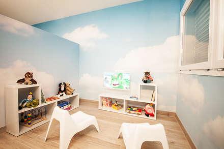 Uno spazio riservato e dedicato ai piccoli pazienti: Cliniche in stile  di STUDIO PAOLA FAVRETTO SAGL - INTERIOR DESIGNER