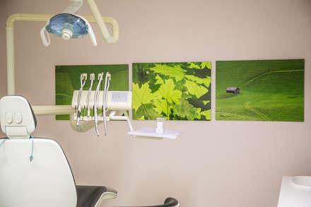 La bellezza diffonde benessere: Cliniche in stile  di STUDIO PAOLA FAVRETTO SAGL - INTERIOR DESIGNER
