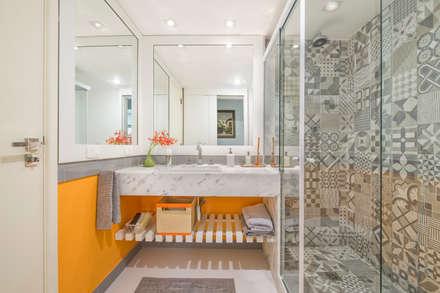 Apartamento Tangerina: Banheiros modernos por Emmilia Cardoso Designers Associados