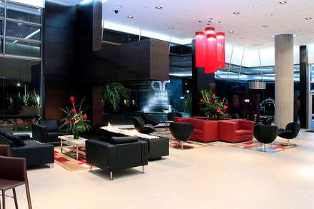 : Hoteles de estilo  por Arquint Colombia