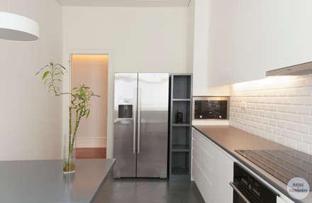 Remodelação de apartamento Avenidas Novas, Lisboa: Cozinhas modernas por Matos + Guimarães Arquitectos
